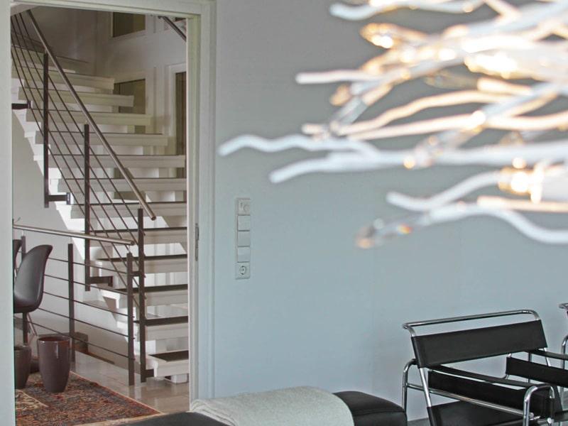 Homestaging Referenzobjekt Wohnzimmer Blick zum Flur