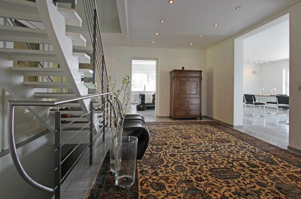 Homestaging Beispiel Flurbereich wenig Möbel_nachher
