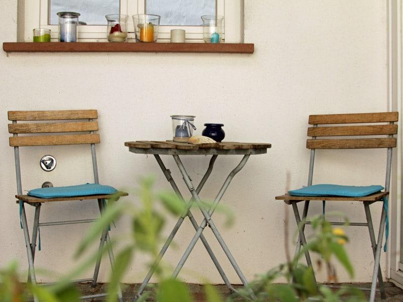 Homestaging aussenbereich Stühle